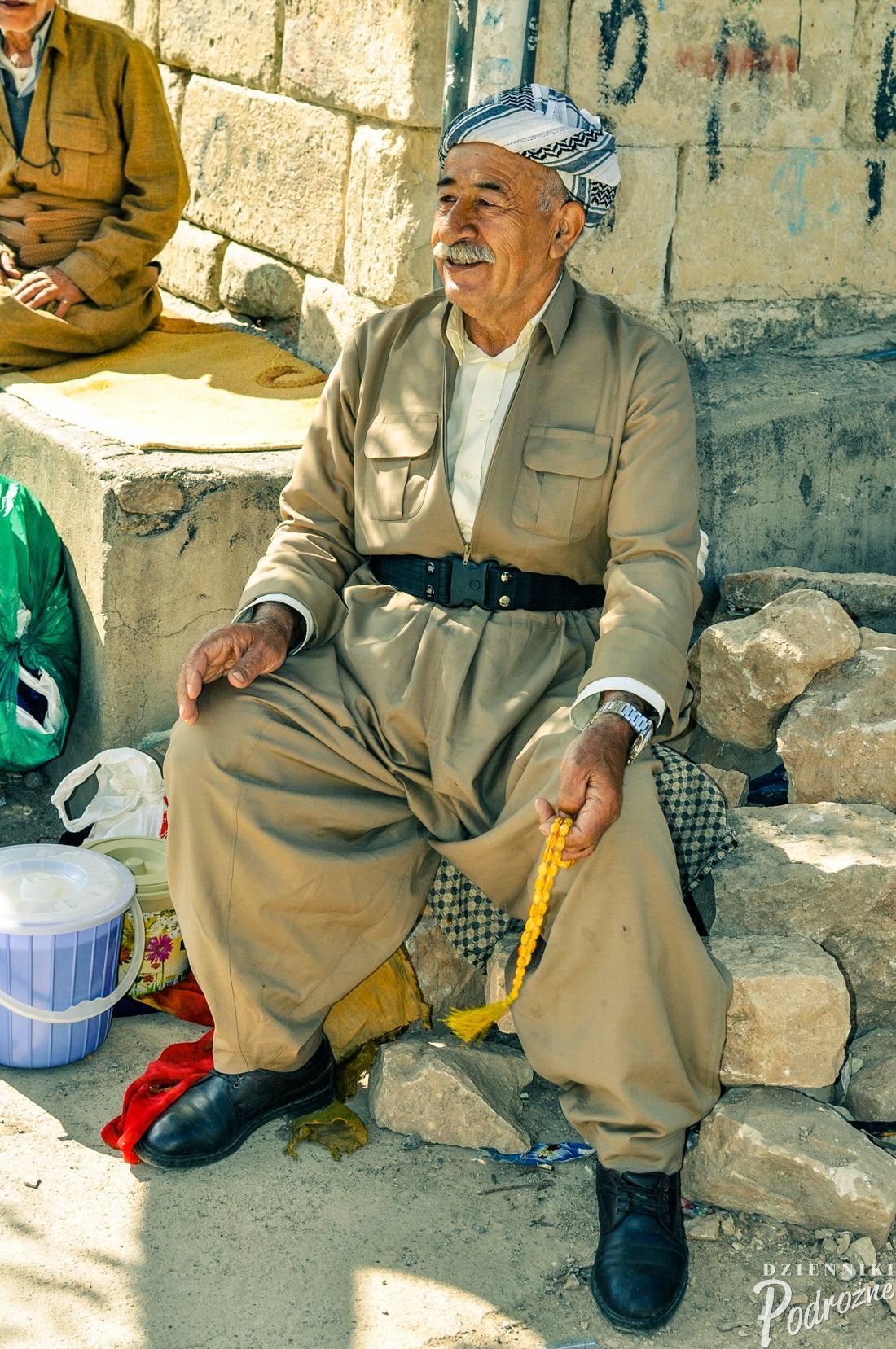 Kurd w tradycyjnym stroju